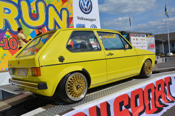 Rickard Wijk från Ljungsbro är en känd profil bland VW-vänner och specialist på Golf mk1 1975. Här den senaste vinnarbilen.