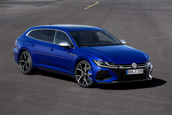 "Arteon Shooting Brake R i den specialla R-lacken ""Lapiz Blue""."