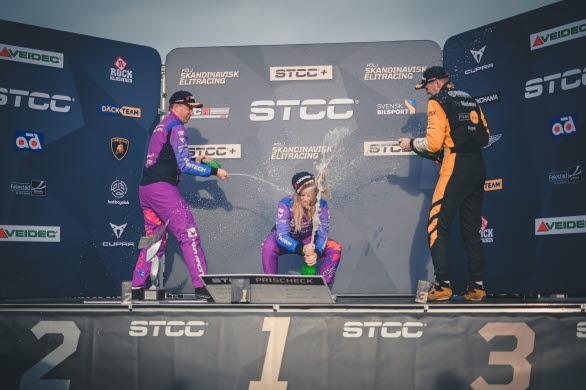 Robert Dahlgren kröntes STCC-mästare, CUPRA Dealer Team - PWR Racing teammästare samtidigt som Mikaela Åhlin-Kottulinsky tog sin första seger för året i en rekordhelg på Mantorp Park.