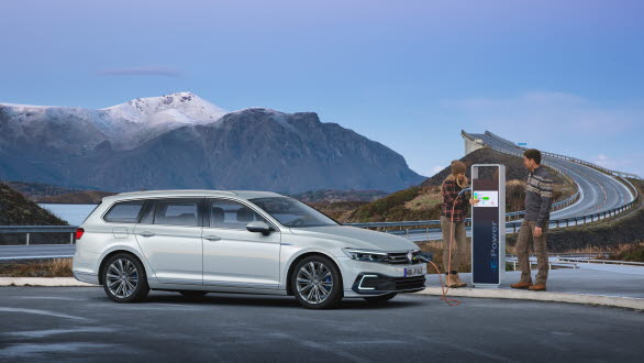De som kör Volkswagens laddhybrider fortsätter vara flitiga laddare.