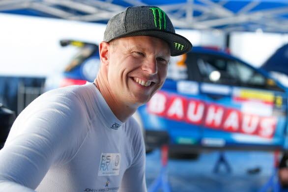 Leendet är tillbaka. Fadäsen i senaste SM-rallyt är glömd. Nu är det framåt som gäller för Johan Kristoffersson.