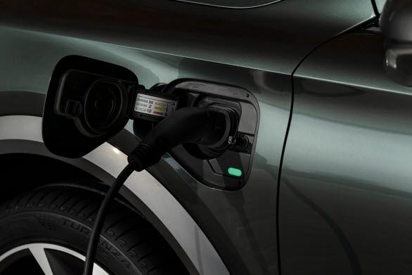 Elenergin lagras i ett avancerat litiumjon-batteripaket med en kapacitet på 13 kWh vilket gör att CUPRA Formentor kan leverera en mer hållbar prestanda.