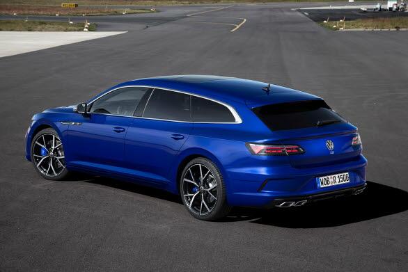 """Bilarna har ett 18"""" R Performance-bromssystem med blålackerade bromsok."""
