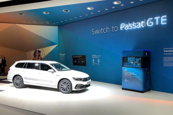 Nästa version av laddhybriden Passat GTE och  powerbanken visas upp i Genève.
