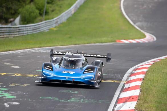 ID.R drivs av två elmotorer med en systemeffekt på 680 hk.