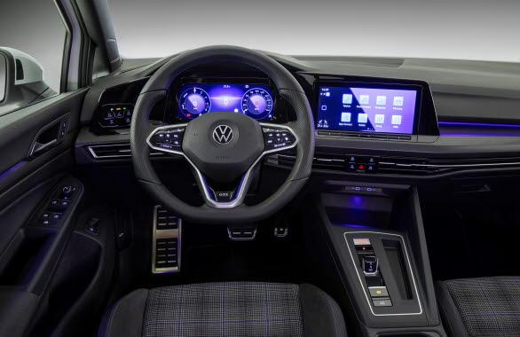 Digital Cockpit och infotainmentsystem med GTE-specifika effektivitets- och räckviddsdisplayer.