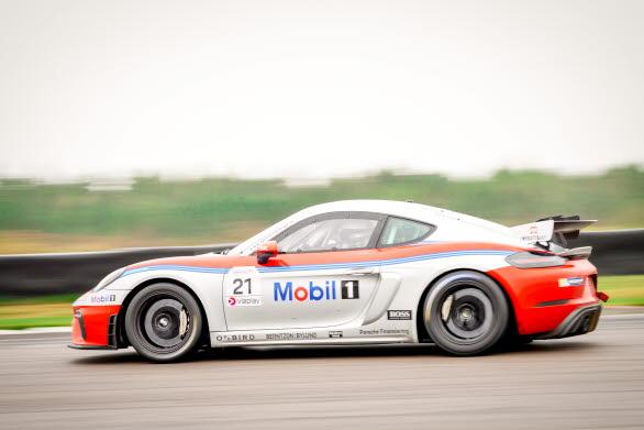 Helt nya racingklassen Porsche Sprint Challenge Scandinavia är skapad för fabriksbyggda racerbilar från Porsche Motorsport. Utgångspunkten är Porsche 718 Cayman GT4 Clubsport, en mittmotorbil med 6-cylindrig boxermotor och 425 hk. Serien körs med ABS och entyps-slicks från Michelin. BoP (Balance of Performance) bäddar för tät racing och en flora av spännande racerbilar.