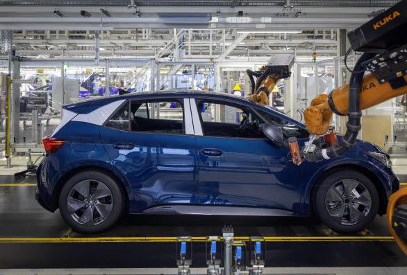 Företaget har tilldelat ett team av ingenjörer till Zwickau att övervaka produktionen av CUPRA Born och för att samla erfarenheter för den framtida produktionen av elbilar vid Martorell-fabriken.